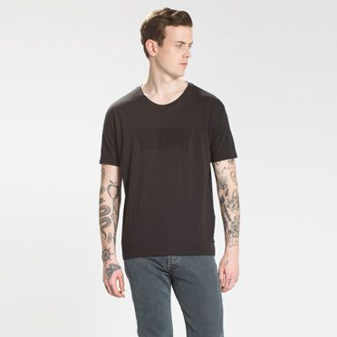 """Levis-The Line 8 Graphic Tee-Black"""