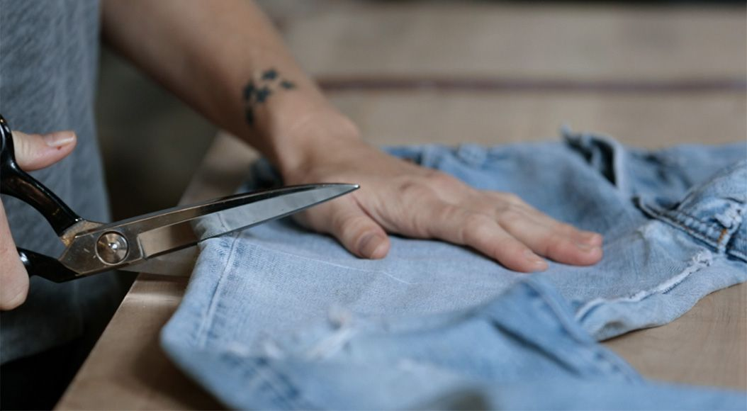 make your levi's® as original as you are—with a little help from a master tailor. - cut offs - MAKE YOUR LEVI'S® AS ORIGINAL AS YOU ARE—WITH A LITTLE HELP FROM A MASTER TAILOR.