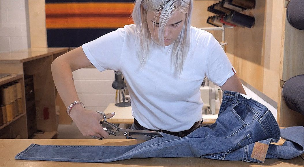 make your levi's® as original as you are—with a little help from a master tailor. - destructed - MAKE YOUR LEVI'S® AS ORIGINAL AS YOU ARE—WITH A LITTLE HELP FROM A MASTER TAILOR.