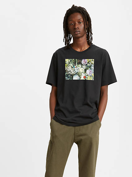 Relaxed Graphic Crewneck Tee Shirt