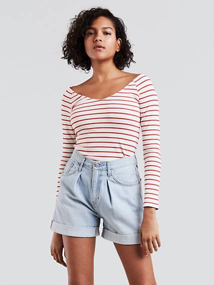 T-shirt sous l'épaule
